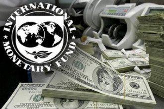 Логотип МВФ и доллары