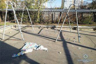 В Киев на спортплощадке после взрыва нашли фрагменты самодельной, вероятно, радиоуправляемой  бомбы