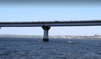 В Николаеве 19-летняя девушка после прыжка с моста чудом выжила