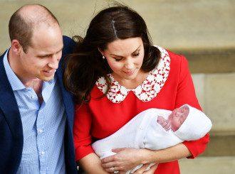 Кейт Миддлтон и принц Уильям показали малыша спустя 6 часов после родов.