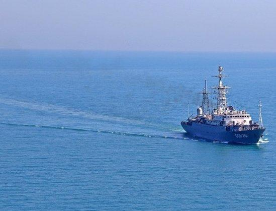 ФСБ досматривает суда в Азовском море