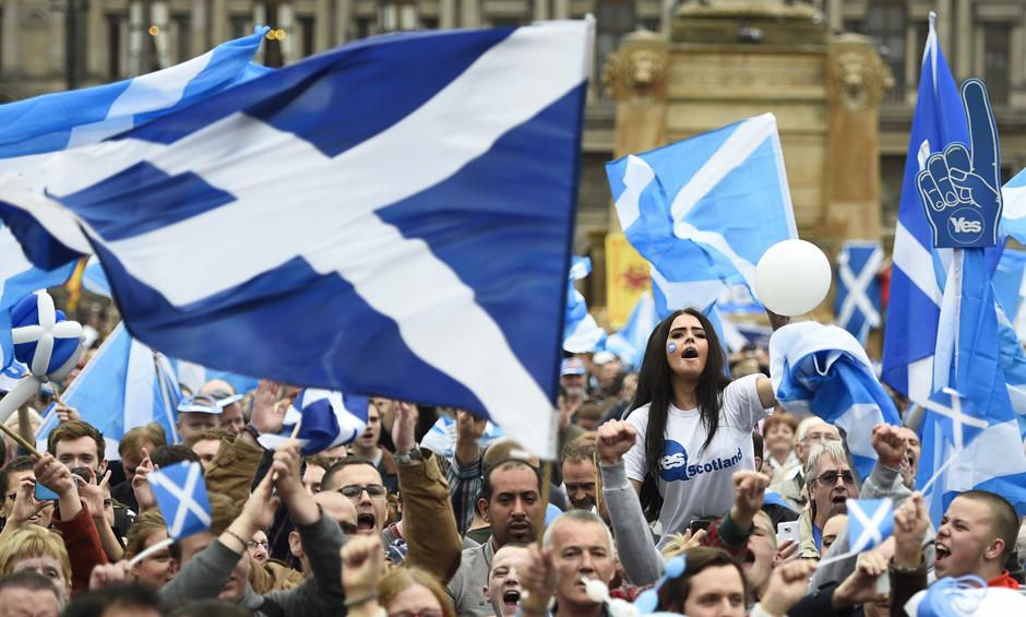 Десятки тысяч человек приняли участие в митинге за независимость Шотландии