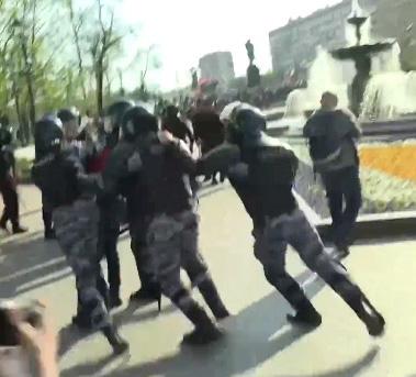 На акции протеста в Москве задержали журналиста