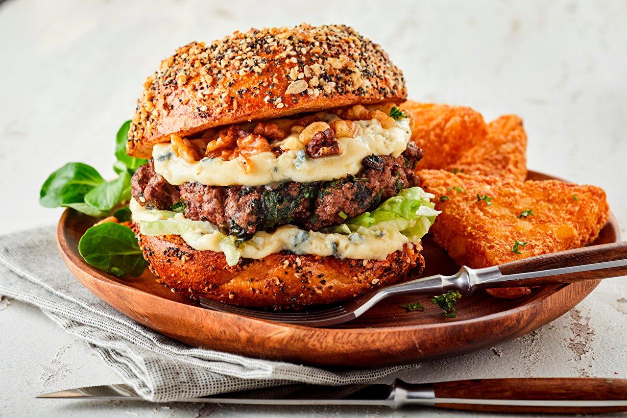 Гамбургеры возглавили топ-10 самых вредных блюд.