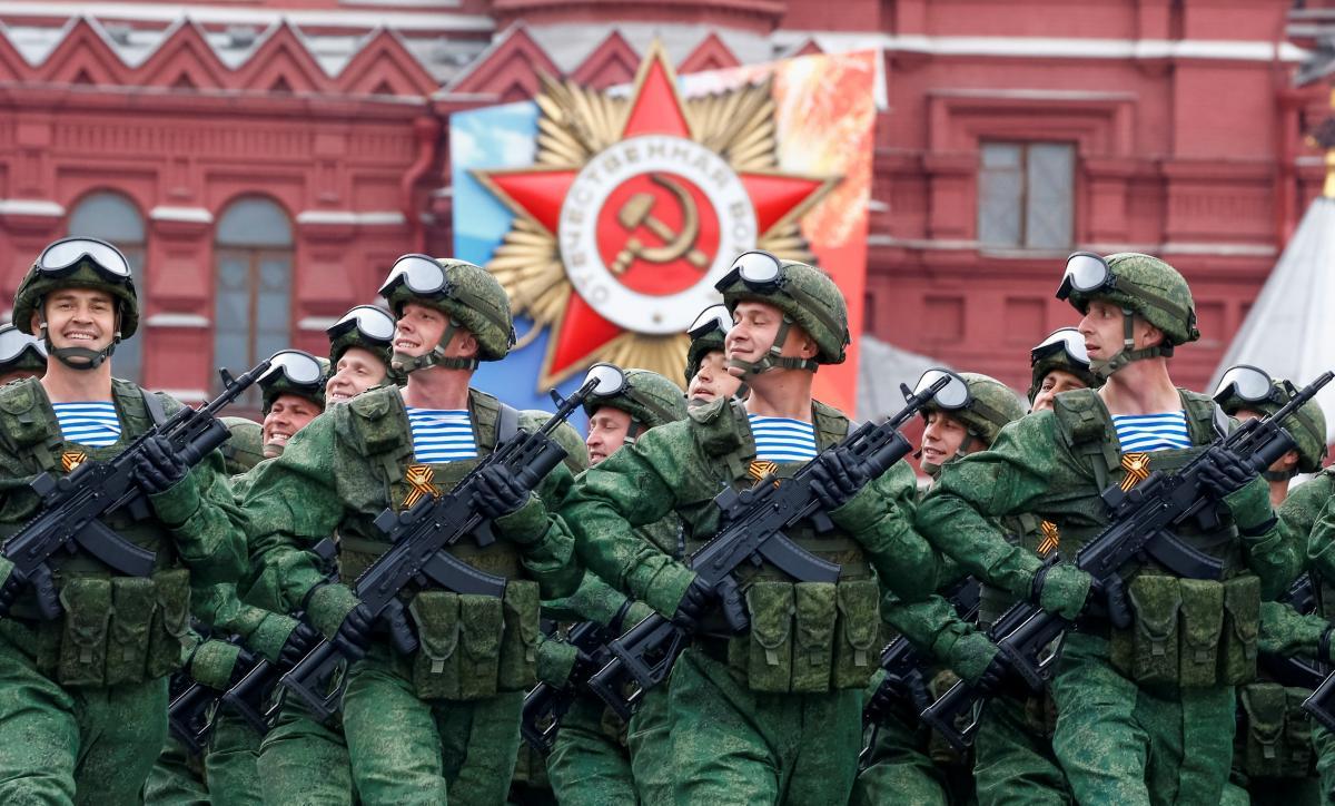 Советская атрибутика и георгиевские ленты. В Москве прошла репетиция парада к 9 мая: фото