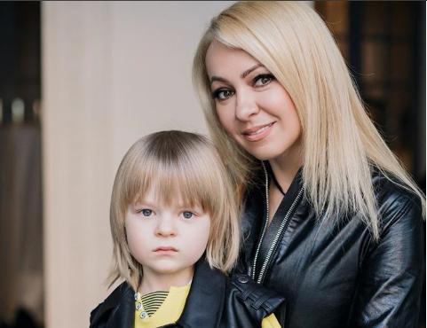 Яну Рудковскую обвини в привлечении сына к съемкам со спиртными напитками