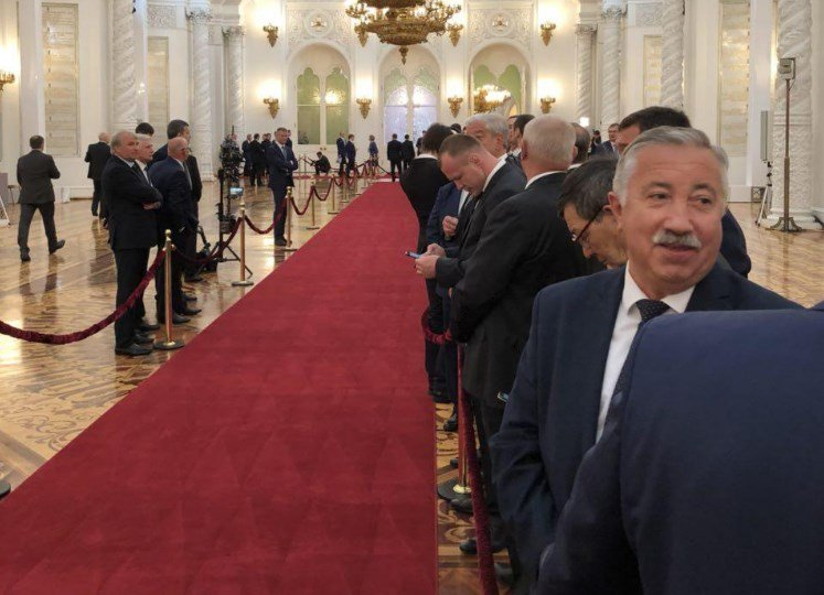 В Кремле ожидают прибытия Путина и начала церемонии. Фото: Дождь