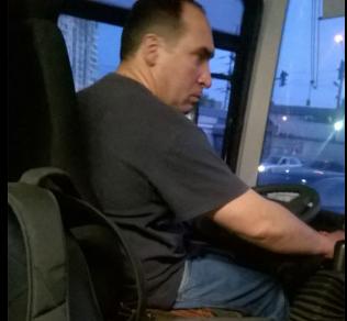 Водитель согласился подвезти старушку без денег и стал популярным