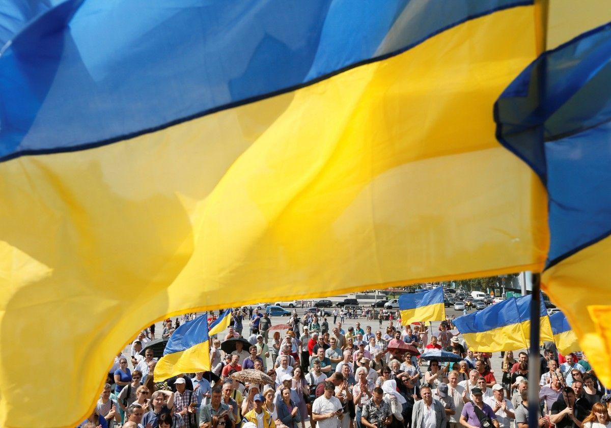 Прапори українці натовп