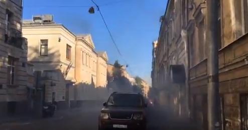 В Москве нацболы напали на посольство Латвии