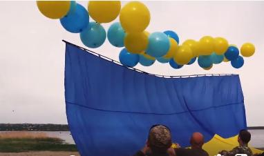 Небо над подконтрольной боевикам Горловкой украсил украинский флаг
