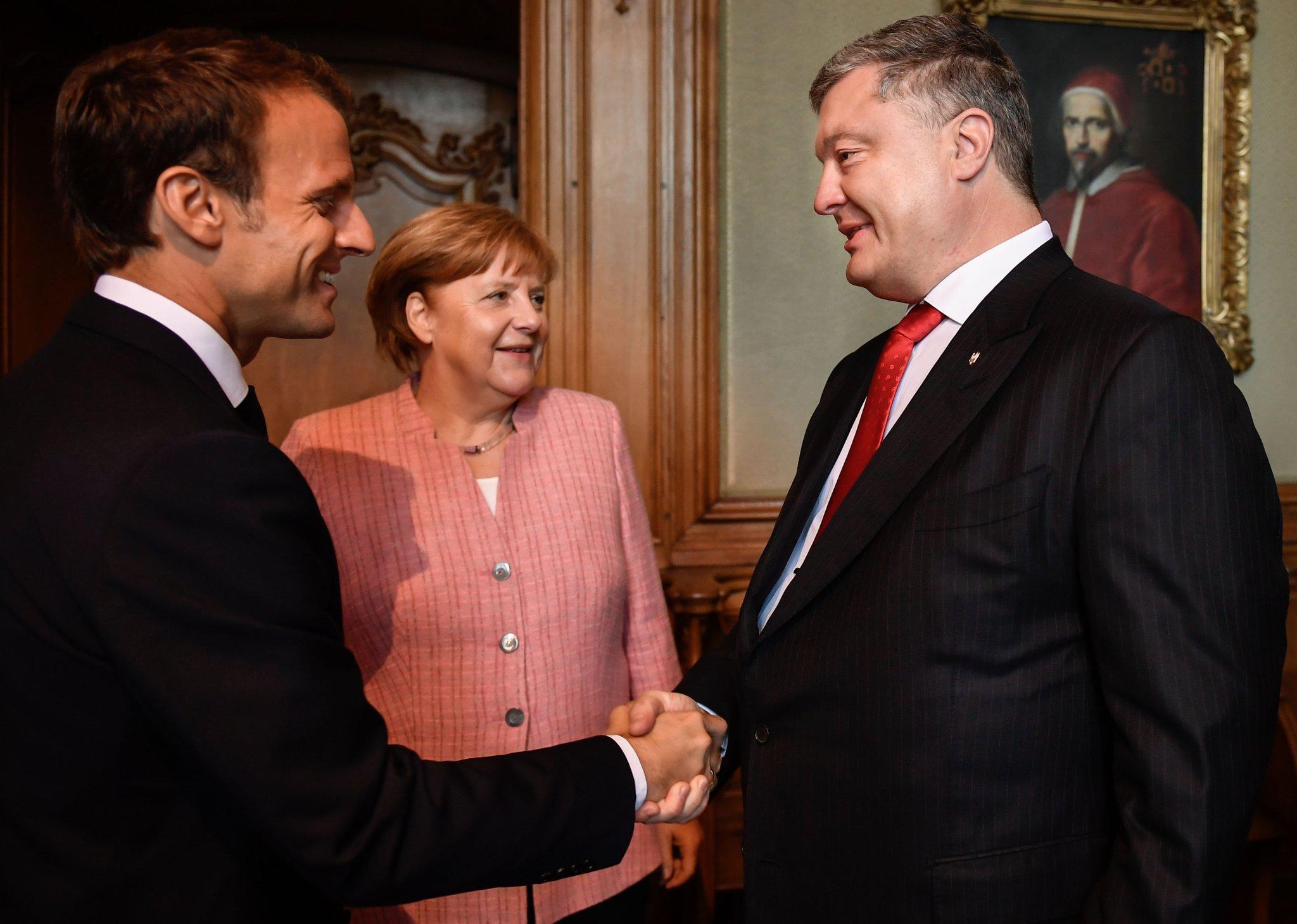 Порошенко прибыл в Ахен обсудить ввод миротворцев на Донбасс.