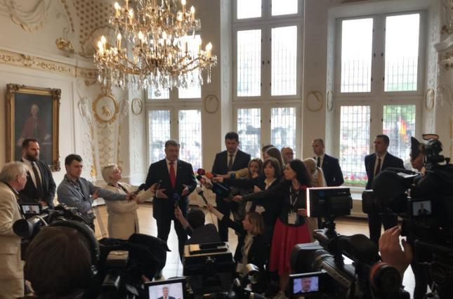 Президент Украины Петр Порошенко на итоговой пресс-конференции в Ахене.
