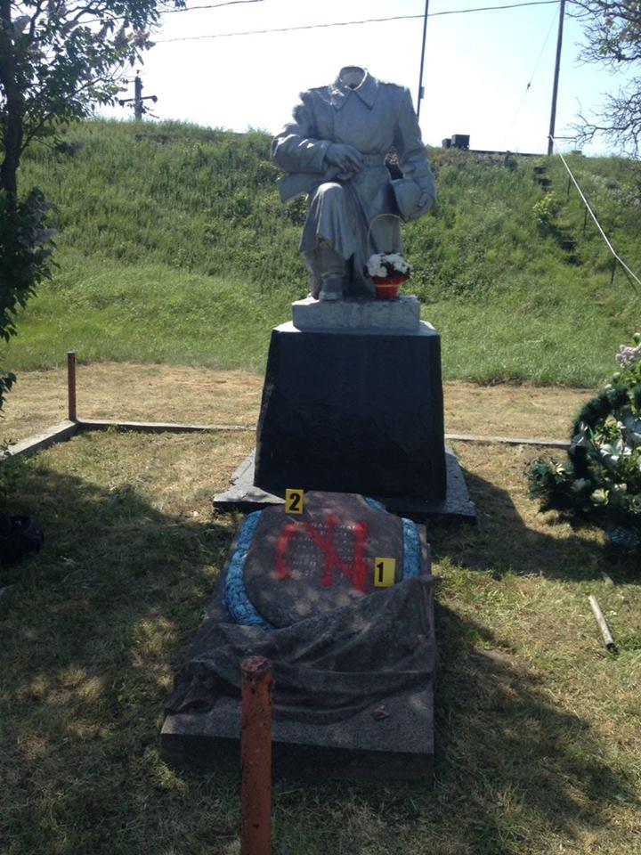 Неизвестные отбили голову памятнику неизвестному солдату
