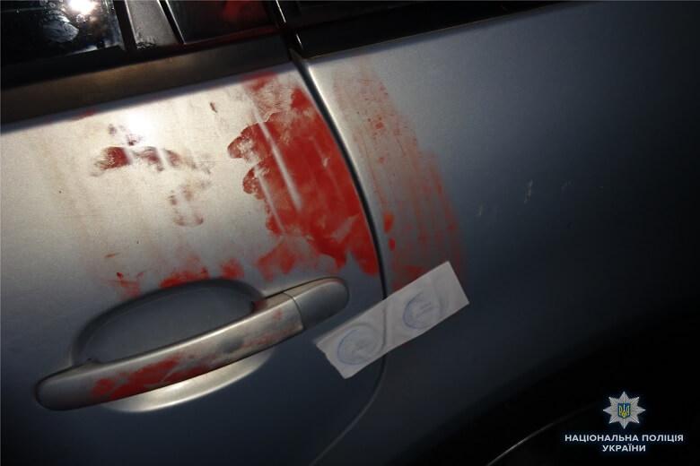 В Киеве водитель-нарушитель разбил голову полицейскому