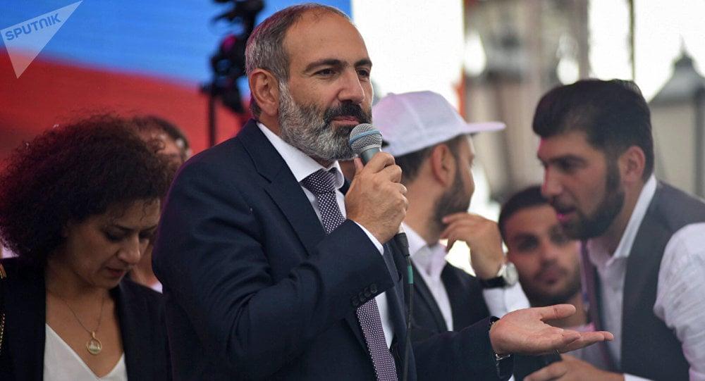 Пашинян входит в роль премьер-министра