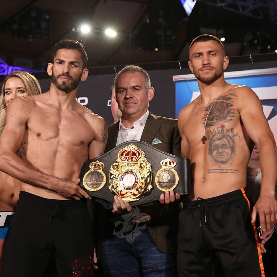 Прошла традиционная церемония взвешивания боксеров