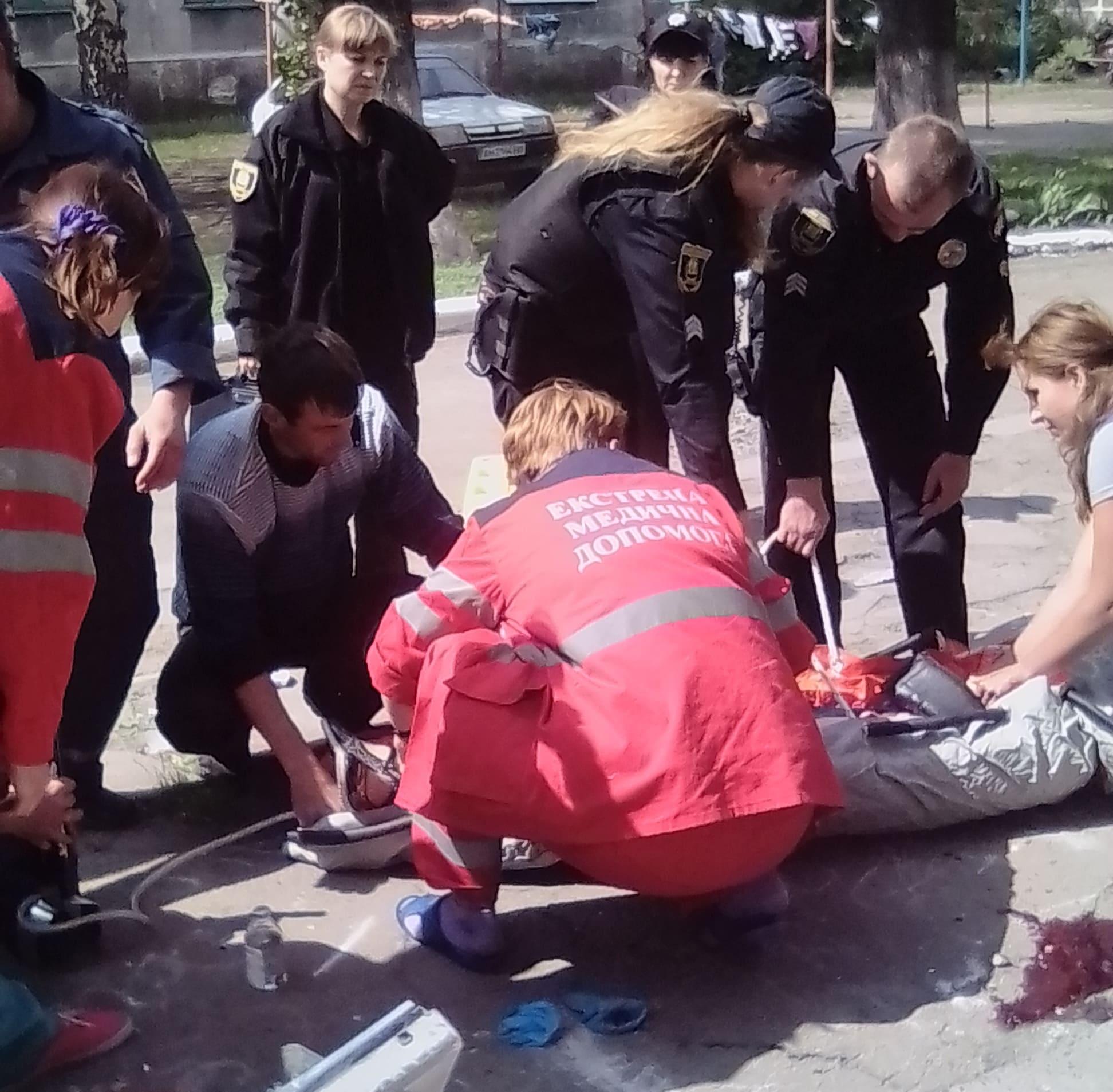 В Доброполье в результате обвала стены подъезда дома погибла девочка