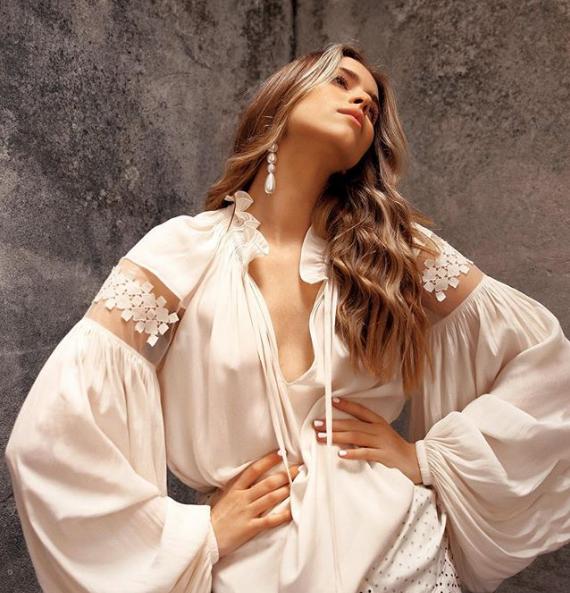 Внучка Софии Ротару Соня позировала в легком платье, но без лифчика