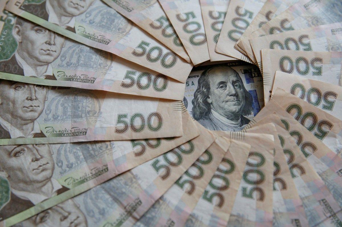 Эксперт: украинцам стоит хранить свои сбережения в разных валютах