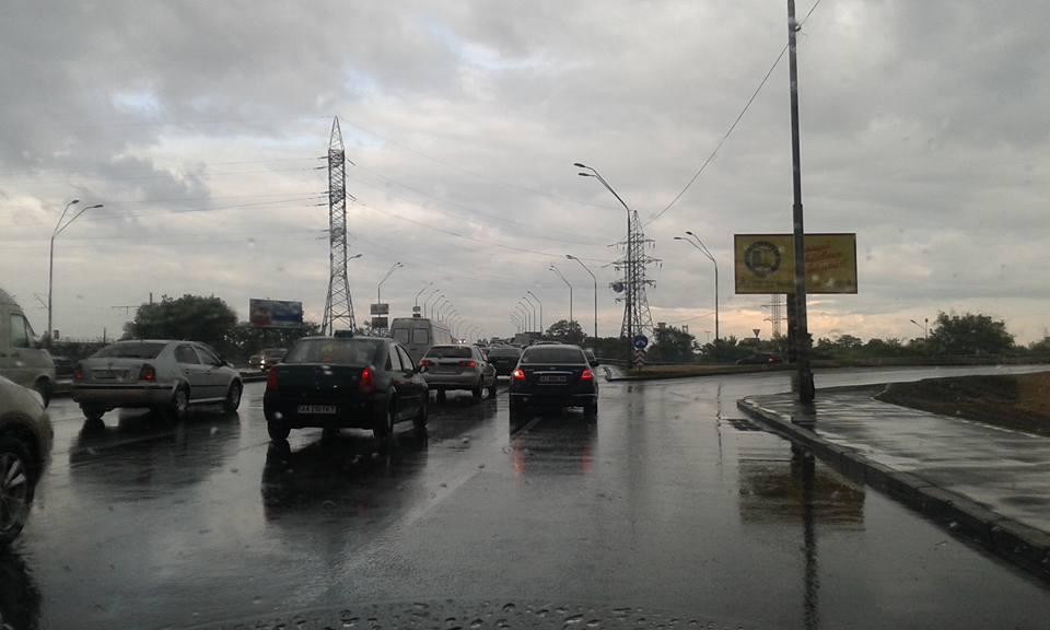 Киев стоит в пробках с утра до вечера.