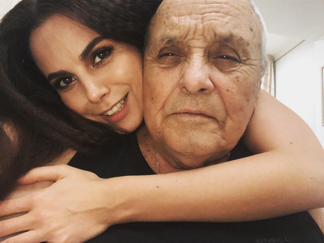 Каменских впервые выложила фото с отцом