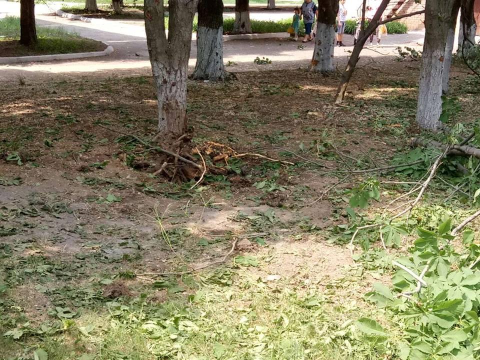 В школе Светлодарска в результате обстрела, осуществленного боевиками, были выбиты десятки стекол