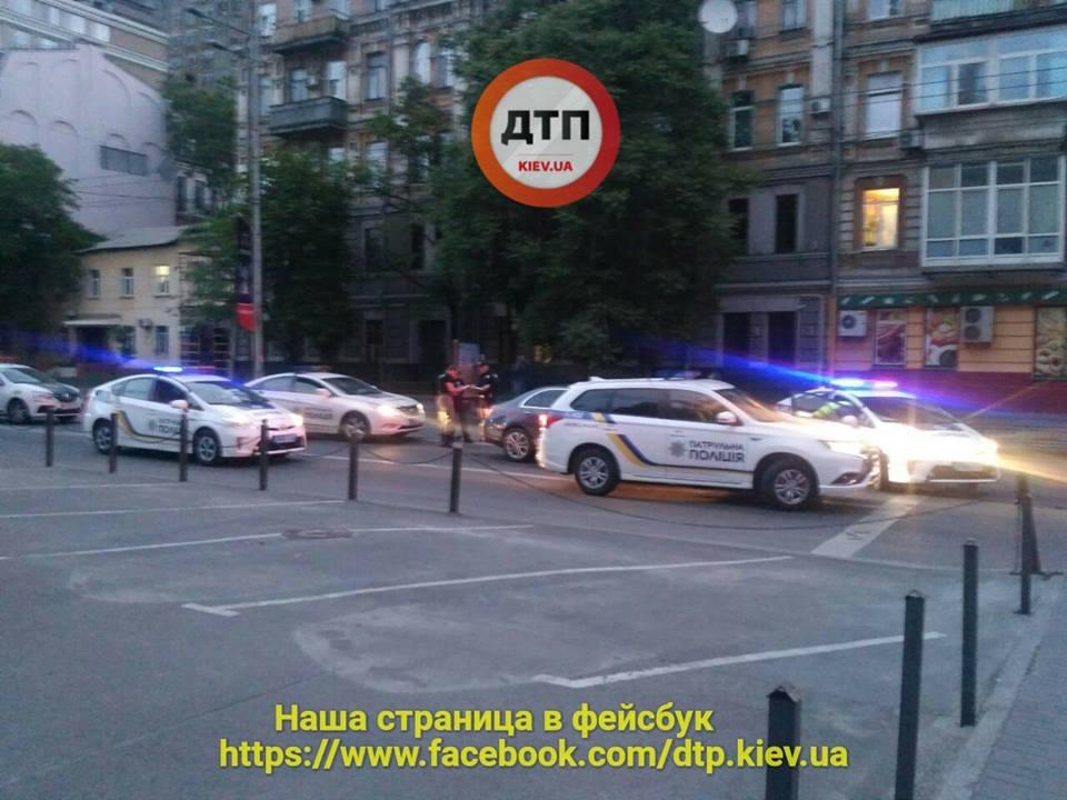 В Киеве полицейские гонялись за афроамериканцем на Mercedes, который грубо нарушил ПДД