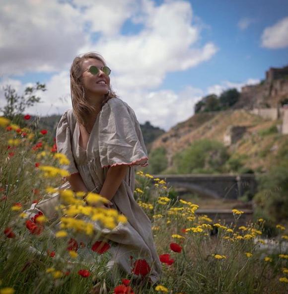 Ксения Собчак позировала в платье в цветах