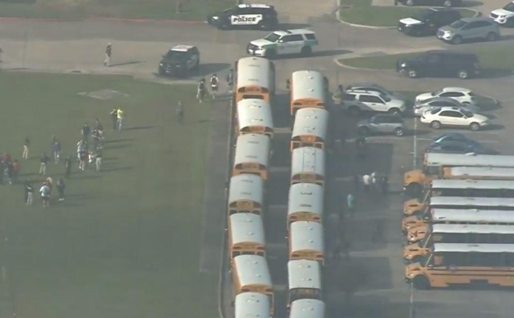 В Техас злоумышленник проник в школу и открыл стрельбу