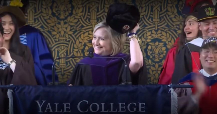 Хиллари Клинтон перед студентами Йельского университета.