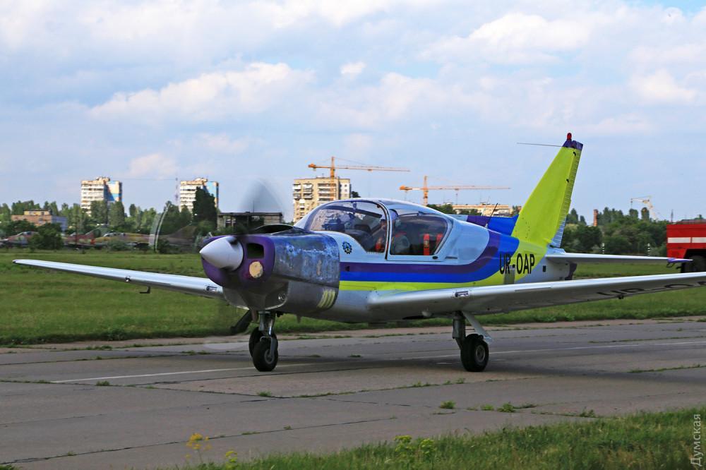 Самолет Y1