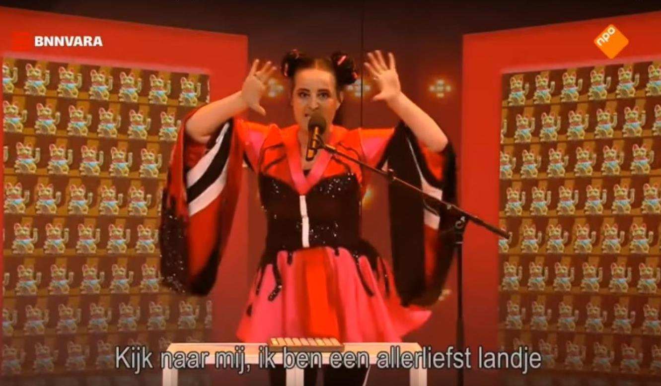 Санне Уоллес Де Фриз спародировала певицу, используя все существующие клише об Израиле