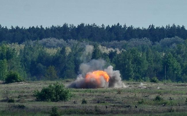 """""""Уничтожили цели"""". Опубликованы эффектные фото испытаний ракетных комплексов Javelin"""