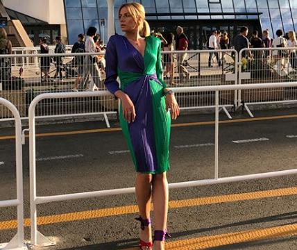 Леся Никитюк позировала в тунике с вышивкой