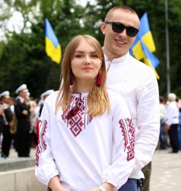 В момент покушения Стерненко шел со своей девушкой Натальей
