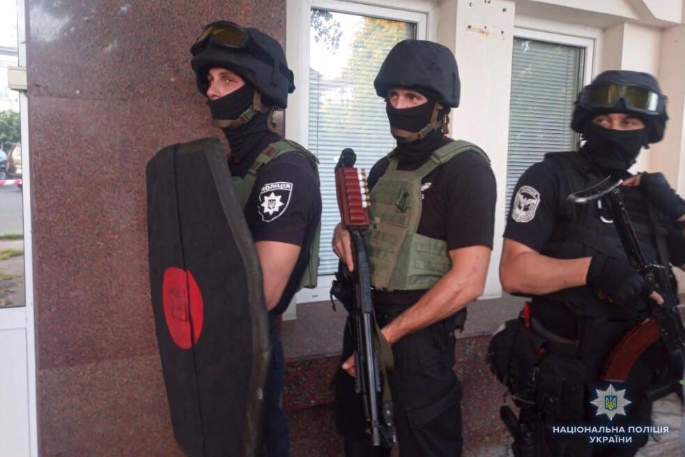 Мужчина, напавший в Черкассах на помещение одного из местных всеукраинских объединений, имел при себе гранату