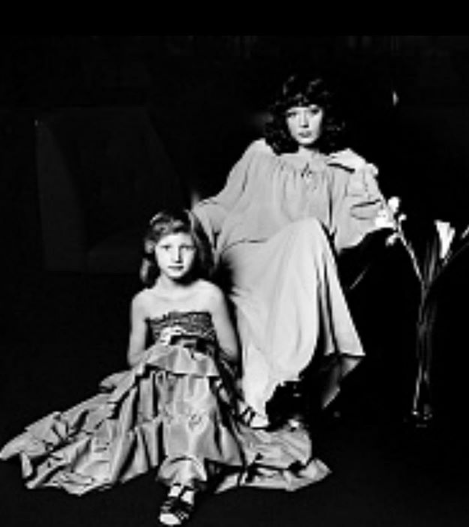Алла Пугачева поделилась архивным фото с Кристиной Орбакайте