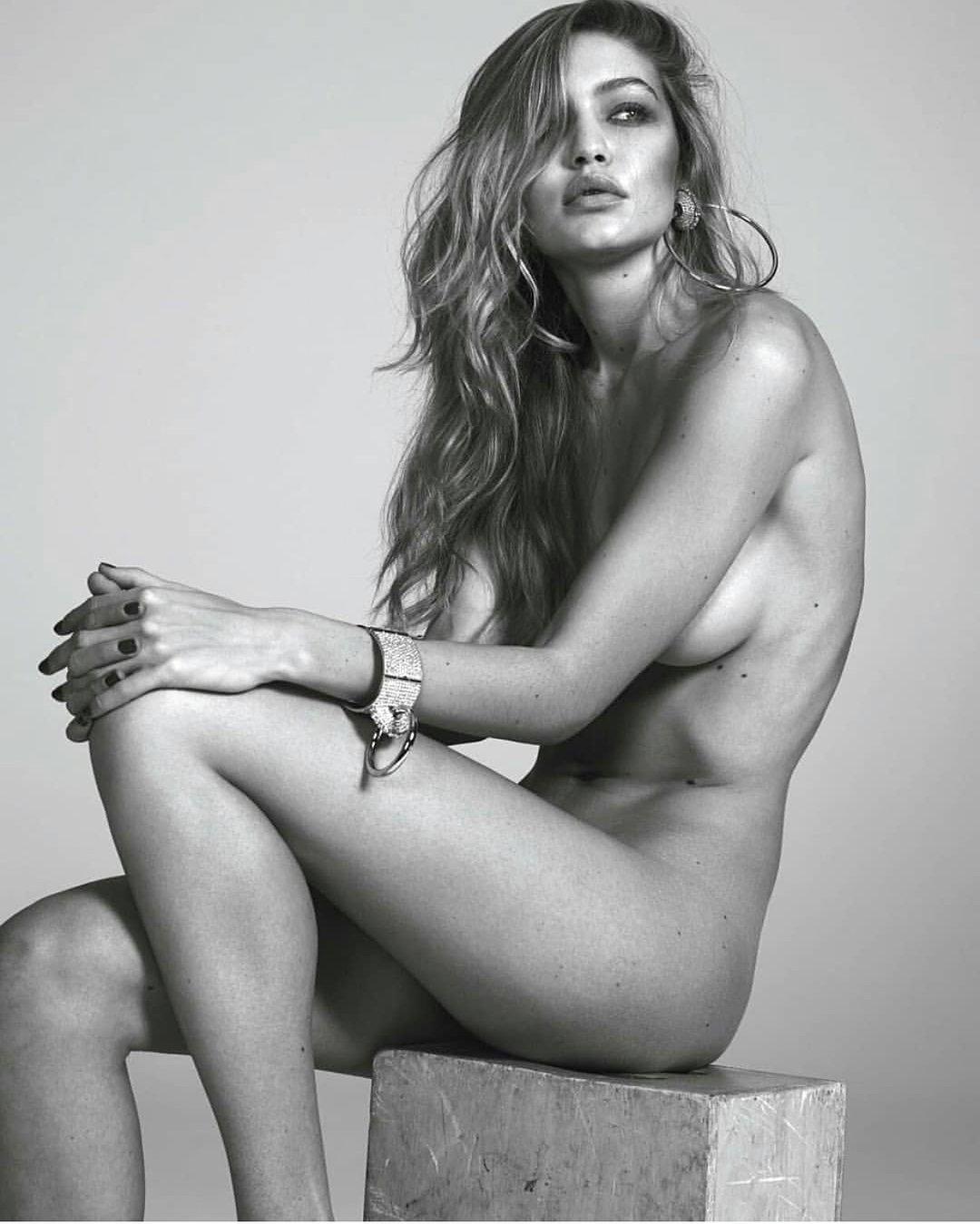 Хадид позировала обнаженной для парижского Vogue