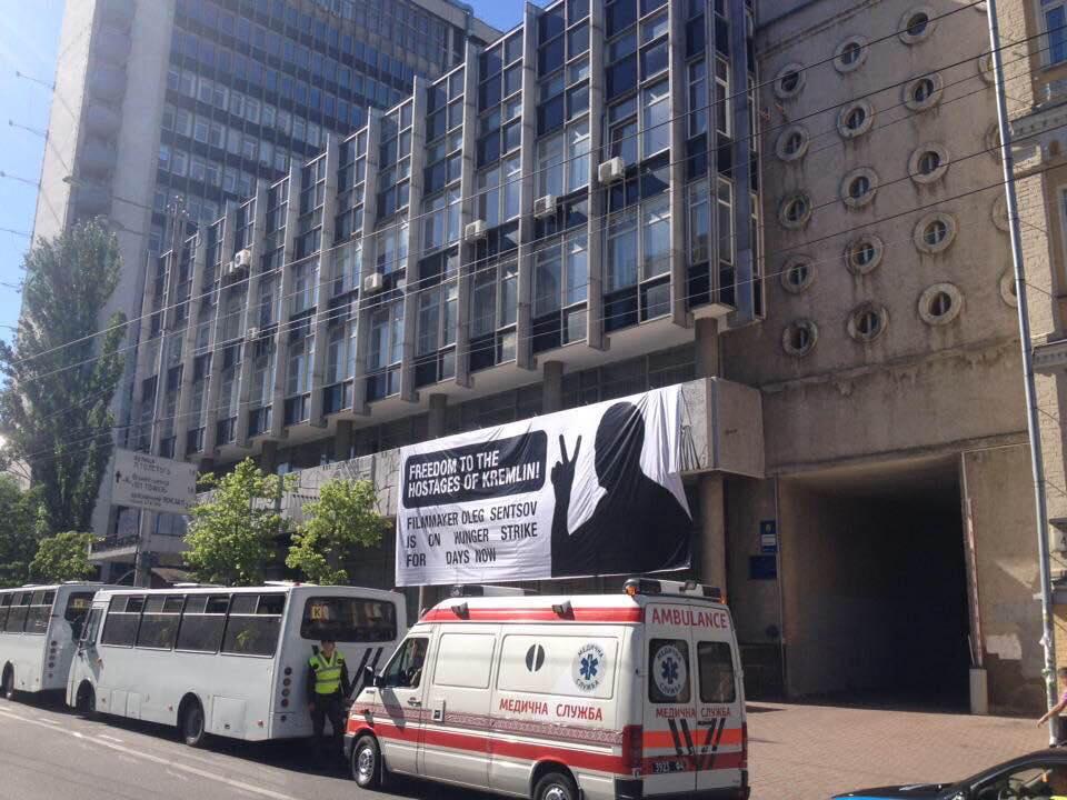 В КГГА назвали баннер в поддержку Сенцова