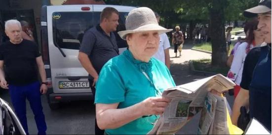 Переселенка из Донецка напала на выпускницу