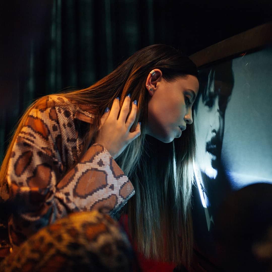 Надя Дорофеева в новом клипе