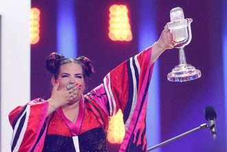 Нетта Барзилай с призом победителя