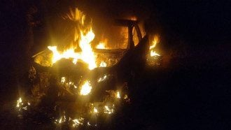 """""""Настоящий боевик"""". В Херсоне неизвестные устроили ограбление со стрельбой и поджогом авто: фото"""