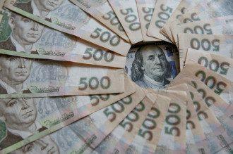 В НБУ сообщили, что в августе гривна подешевела к доллару и евро более чем на 5%