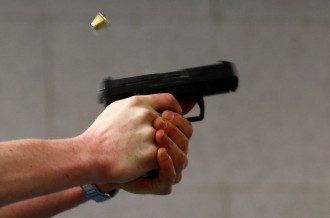 Пистолет у горе-стрелка отобрал один из егерей