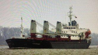 Российское судно незаконно добывало песок в украинском заповеднике