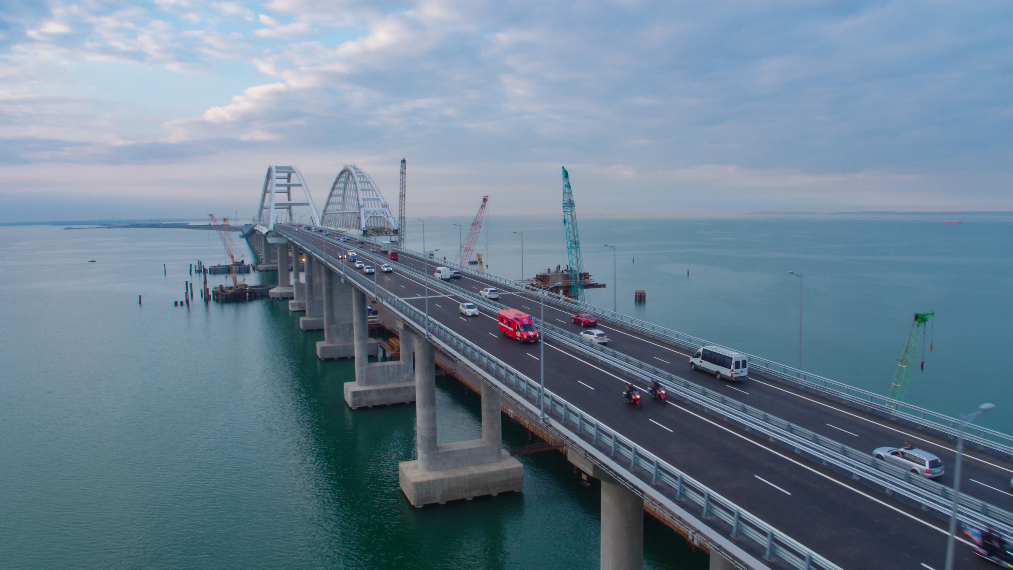 Крымский мост рушится, угрожая всему Керченскому проливу