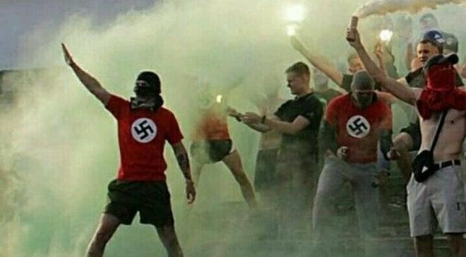 В Виннице фанаты надели футболки со свастикой