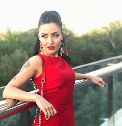 Анна Добрыднева позировала в сексуальном белье